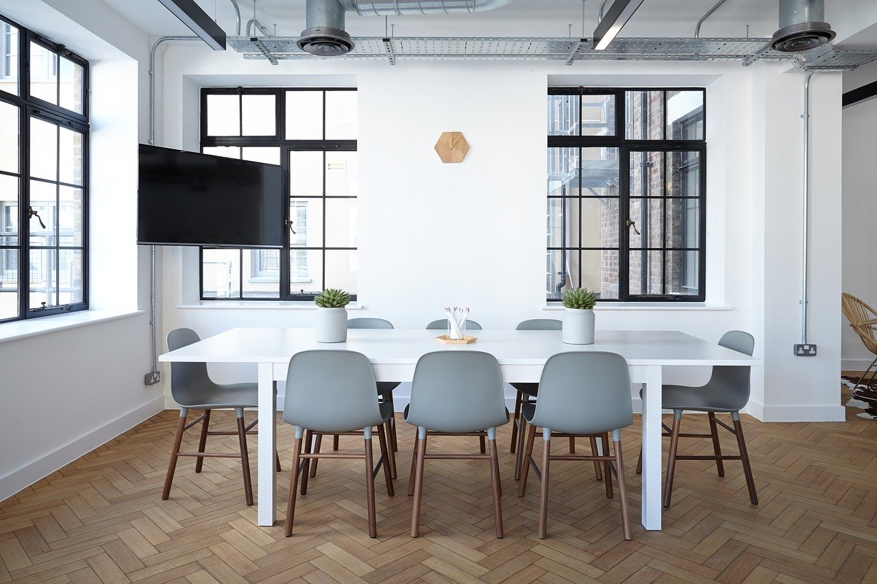 How to choose the dining room chairs?